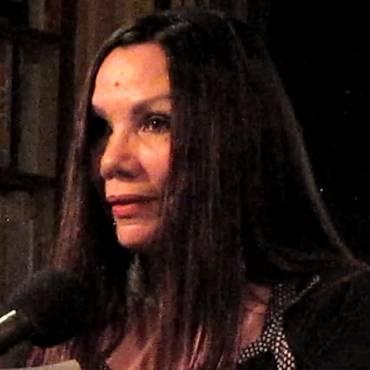 Diálogo con la novelista Gloria Macher