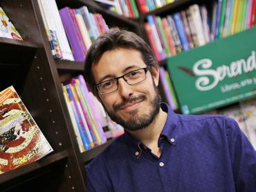 Alberto frutos presenta «Elisa o el laberinto de los inocentes»