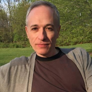 Alejandro Varderi: Hoy emigramos con una identidad portatil